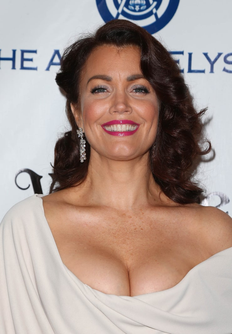 Bellamy Young Sex photo 5