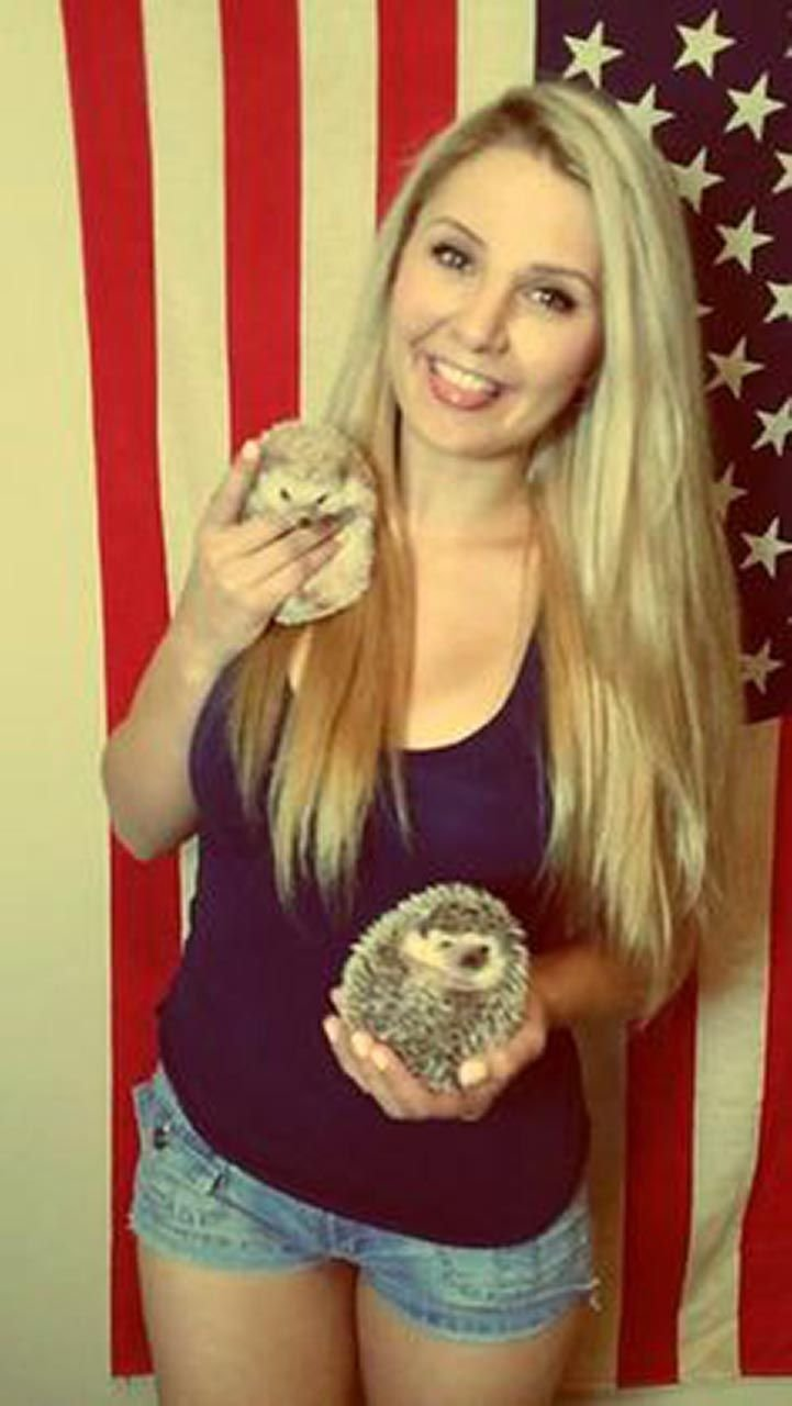 Lauren Southern Naked photo 13