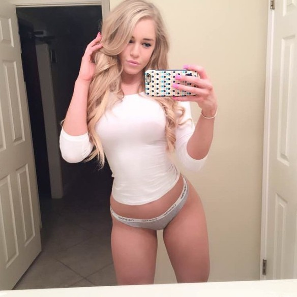 Courtney Tailor Hot photo 23