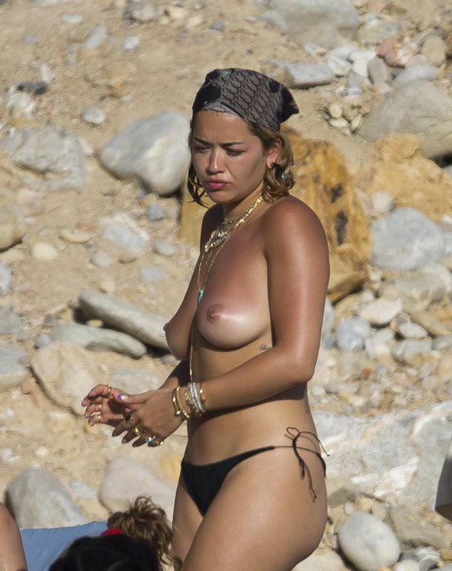 Hot Celebs Topless photo 1