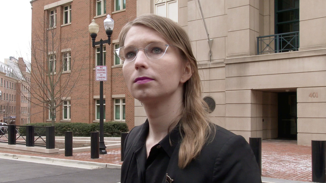 Chelsea Manning Sexy photo 23