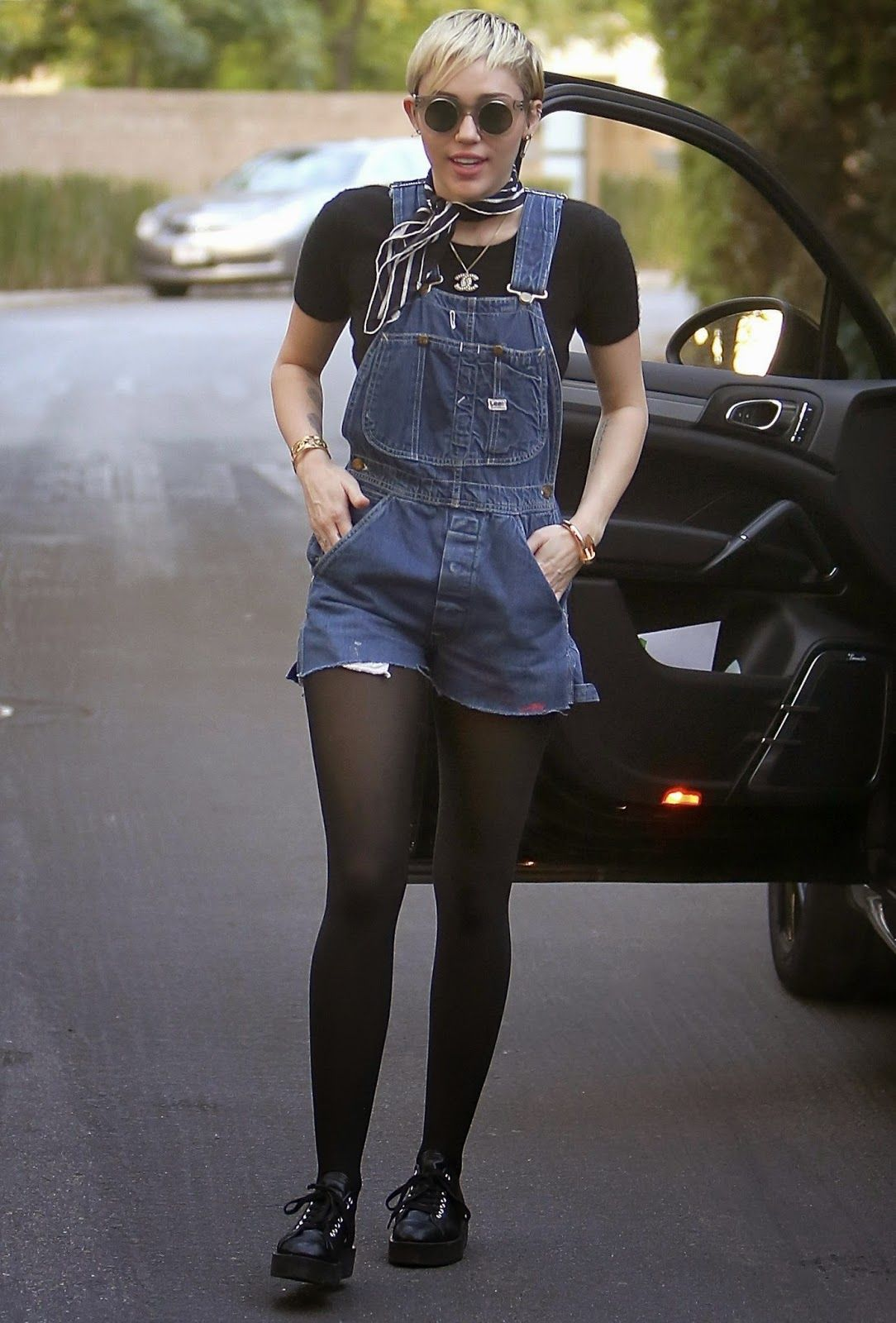 Miley Cyrus Legs And Feet photo 30