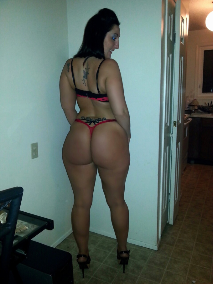 White Girls With Phat Ass photo 4